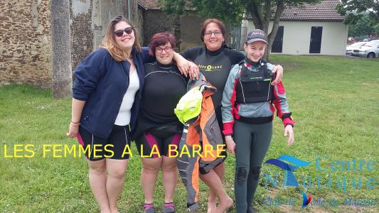 FEMMES A LA BARRE